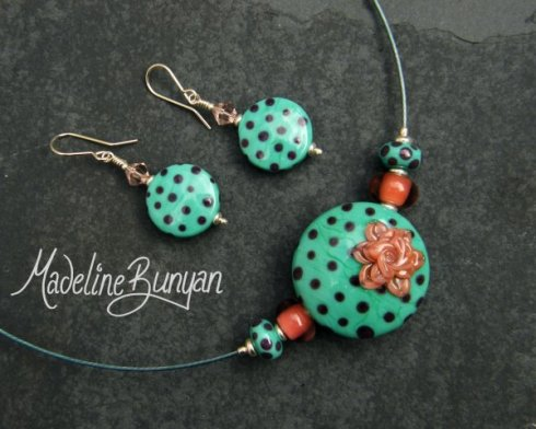 Polka dot flower necklet